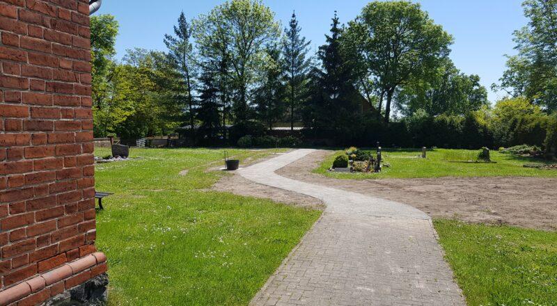 Neuer Weg auf dem Friedhof in Kerzlin 2021